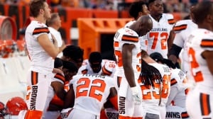 Group of Browns players take knee in largest anthem protest yet