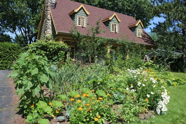 Victoriaville gardens
