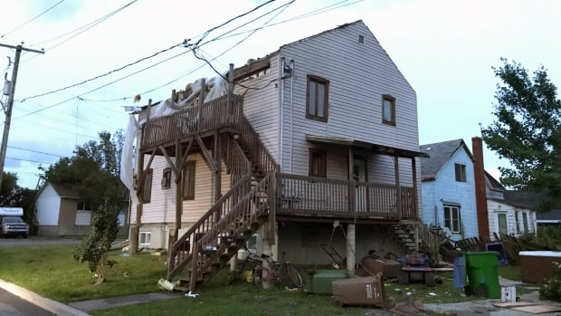Lachute roofless home
