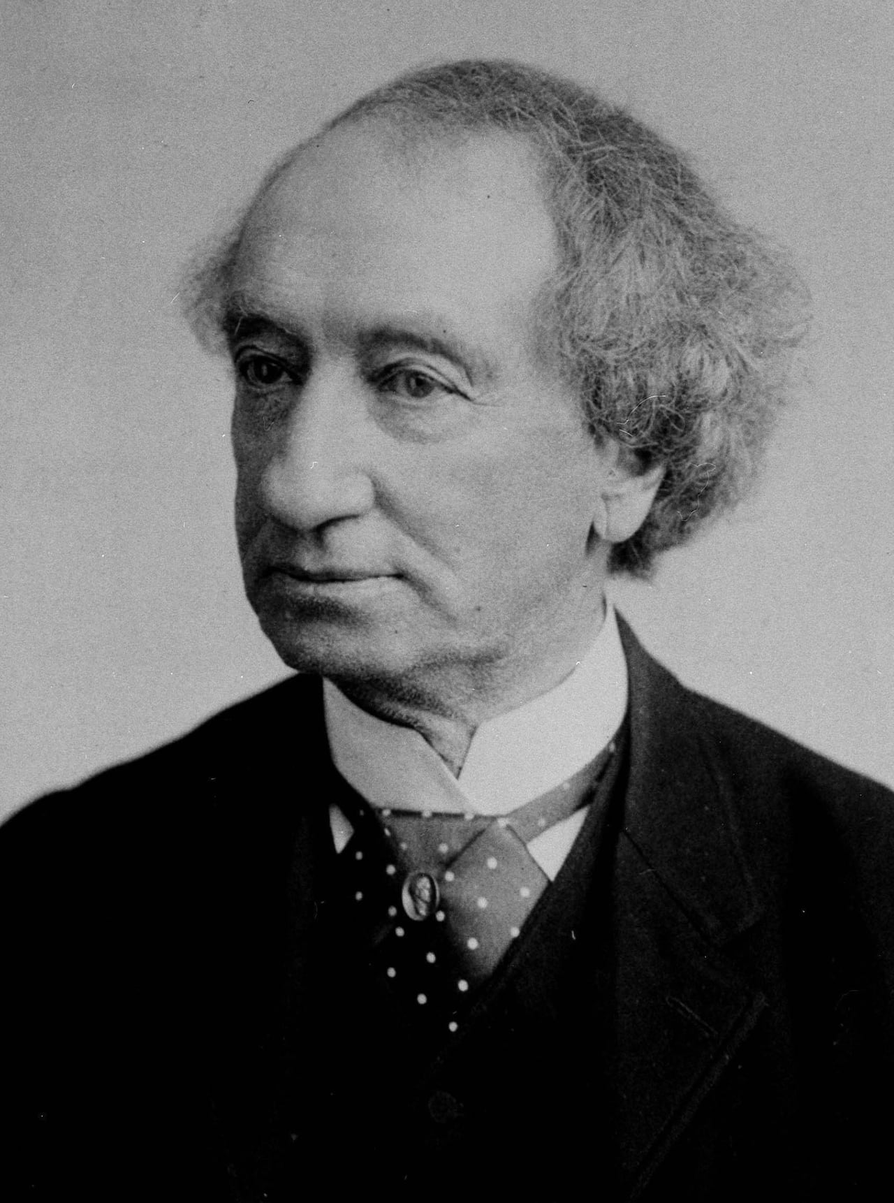 Queen's University to Eliminate Sir John A. Macdonald's name from law school thumbnail