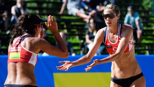 Canadian beach volleyball duo Melissa Humana-Paredes and Sarah Pavan opened up the FIVB world tour finals with a victory on Wednesday from Germany.