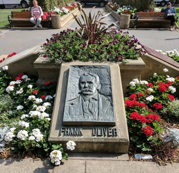 Frank Oliver plaque