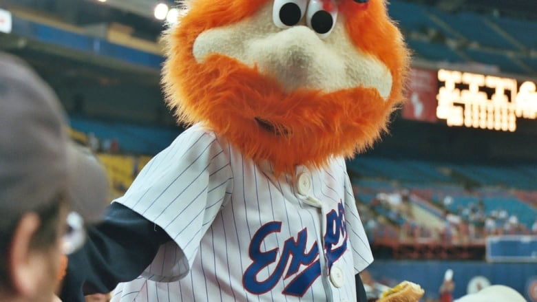 0ca0317e53a Loveable fuzzy Montreal Expos mascot Youppi! was tossed from the  Expos-Dodgers game back in August 1989.