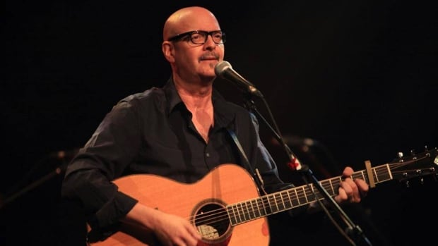 Singer-songwriter Denis Richard died Sunday in Moncton at the age of 55.