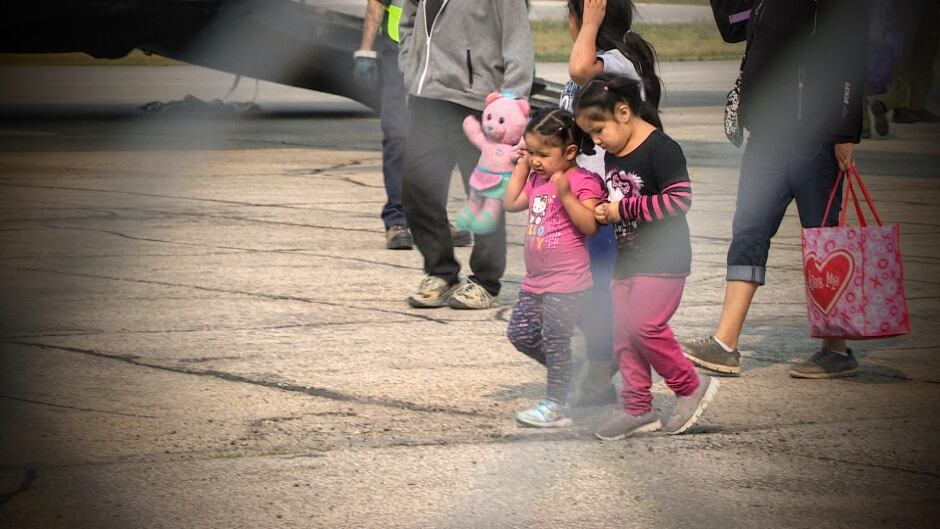 First Nation fire evacuees arrive in Winnipeg