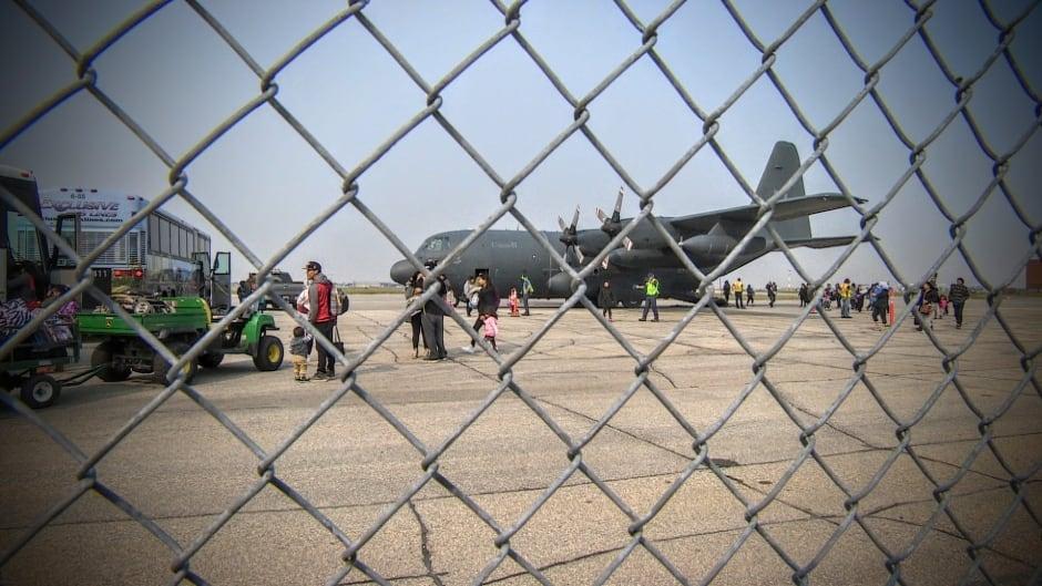 Forest fire evacuees land in Winnipeg