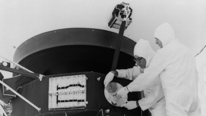 We sent a spaceship to the stars!': Remembering Voyager 2 | CBC News
