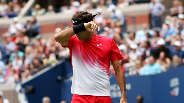 Roger Federer beats Feliciano Lopez in straight sets at US Open