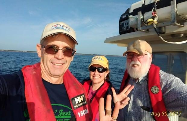 Tuna tagging research crew
