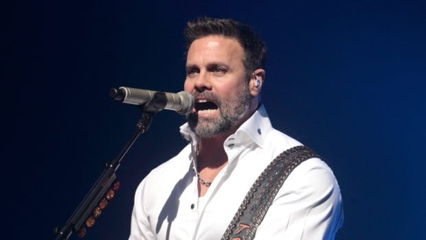Country Singer Troy Gentry Dies In Helicopter Crash