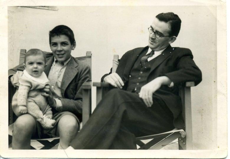 4534d0529a393 Ernesto and Juan Martin and their father Ernesto in 1943 or  44. (Courtesy  Juan Martin Guevara)