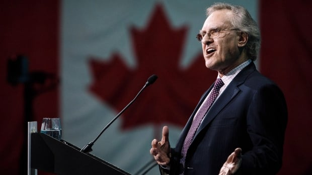 Stephen Lewis, seen in this file photo, spoke in Iqaluit this weekend about the federal government's handling of the TB 'crisis' in Nunavut.