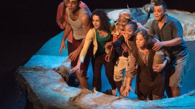 The Raft is a production that tells the story of illegal migration over the Mediterranean in a small raft.