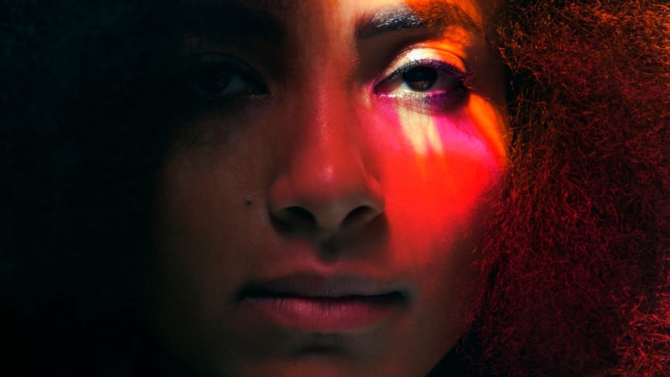 Grammy-winning jazz musician Esperanza Spalding is creating her new album in three days from scratch on Facebook.