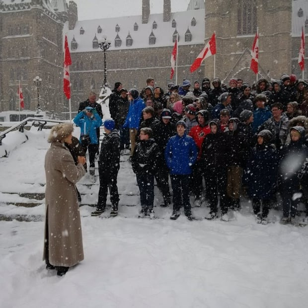 Libbe Hubley talks to students on Parliament Hill
