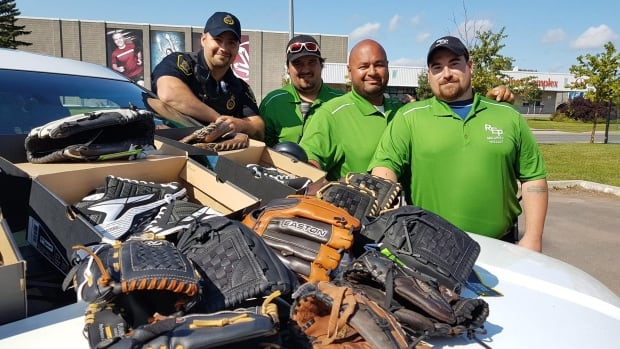 Two separate efforts during the Under-18 Baseball World Cup provided players from Cuba and Nicaragua with new equipment.