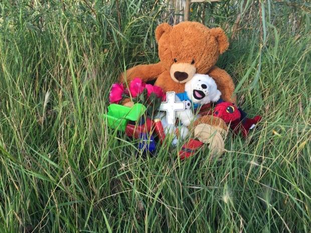 Teddy bears at scene of boy's death Saskatoon