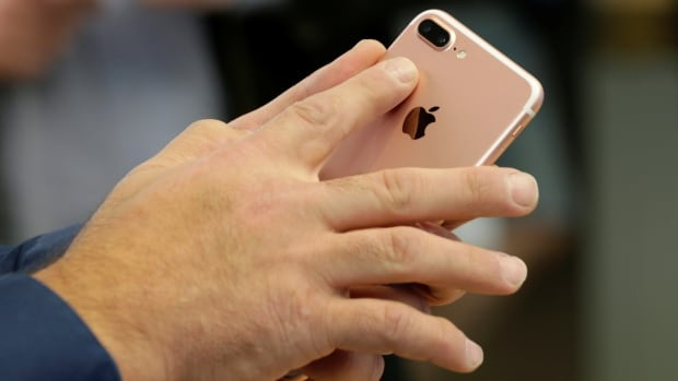 United States agencies investigate Apple over iPhone slowdown