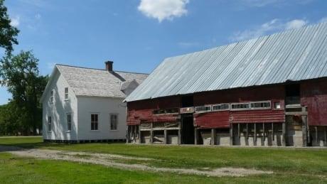 neubergthal-house-barn