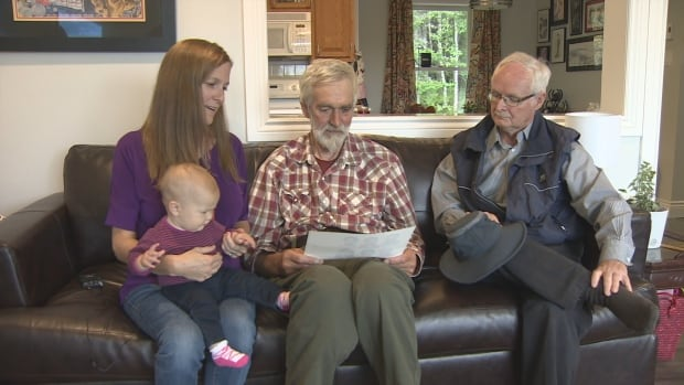 Members of Syria to Baddeck discuss delays bringing a family to Canada.