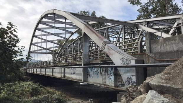 Two bridges in Duncan are getting seismic upgrades to ensure they are safe for emergency vehicles after an earthquake.
