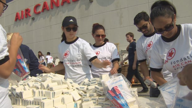 A group of Air Canada employees joined the volunteer effort to organize emergency kits to be sent to Caribbean victims of Hurricane Irma.