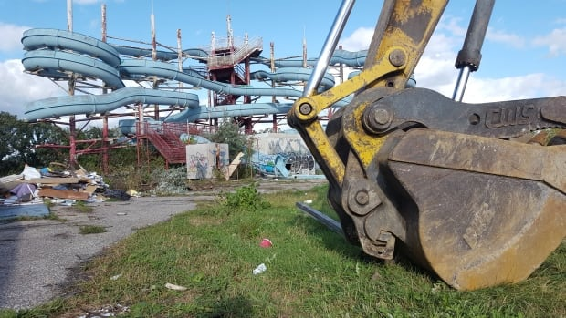 The once popular Skinners Wet 'n Wild water park has been sitting empty since 2005.