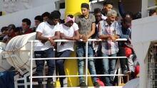 Migrants ship