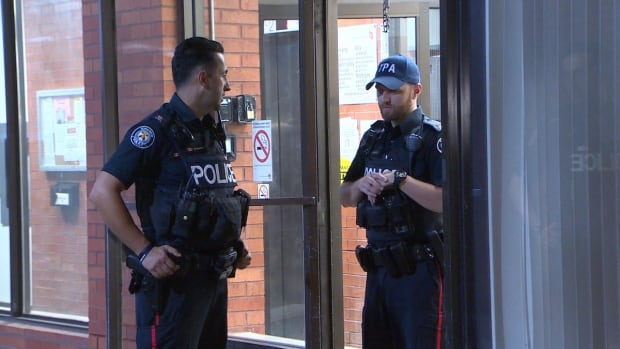 Toronto police officers were spotted wearing TPA caps overnight on Monday, just hours before Police Chief Mark Saunders ordered that they take them off.