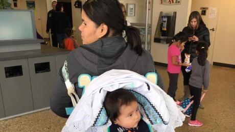 Last of northern Manitoba's wildfire evacuees return to community