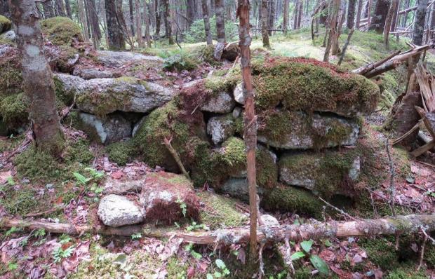 Linear stone pile