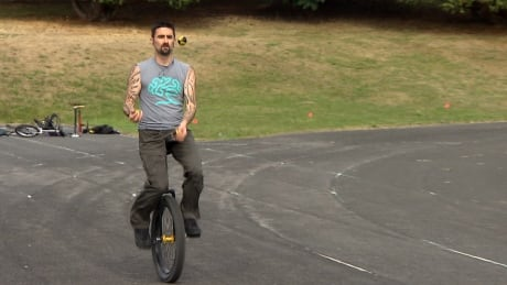 Vancouverite breaks world record for juggling on a unicycle