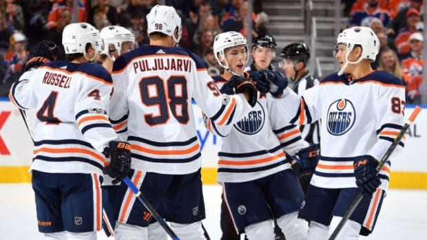 The Edmonton Oilers scored 4 goals in the third period en route to a 6-2 victory over the Winnipeg Jets on Saturday evening.