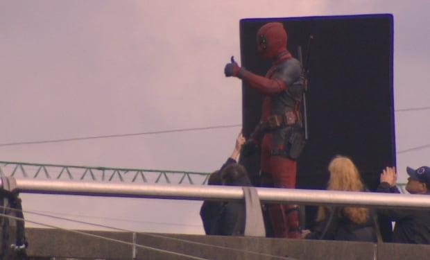 Ryan Reynolds thumbs up Deadpool filming