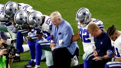 Owner Jerry Jones joins kneeling Cowboys prior to anthem, stand arm-in-arm as it's played