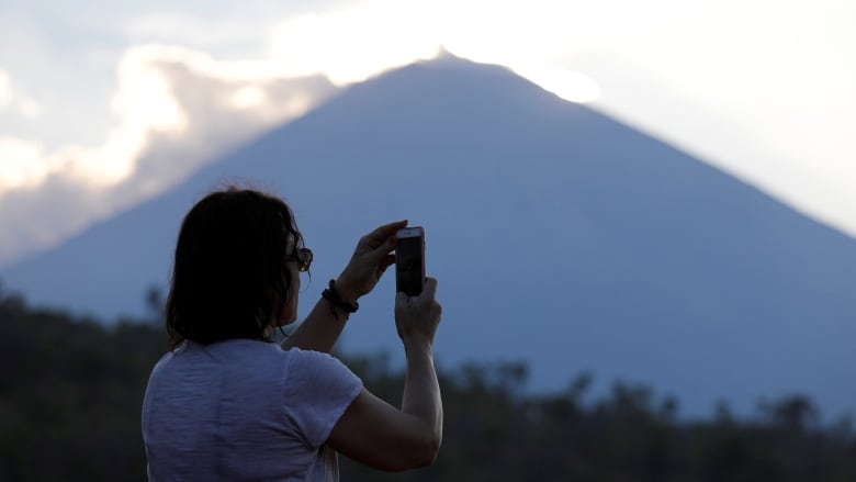 Fears Of Bali Volcano Eruption Spark Mass Evacuation Cbc News
