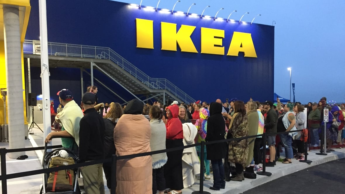 ikea 39 s halifax opening draws frenzied excitement long lineups nova scotia cbc news. Black Bedroom Furniture Sets. Home Design Ideas