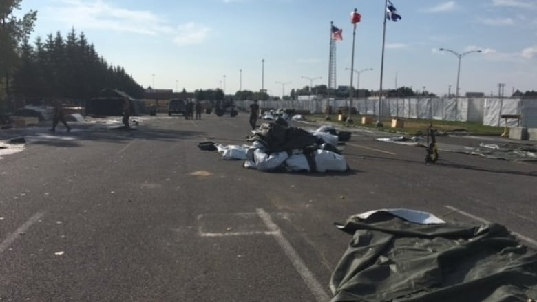 Soldiers have been ordered to cut the size of the c& by nearly half. (Radio-Canada/Catherine Kovacs) & Soldiers start to dismantle tent village at Lacolle border   CBC News