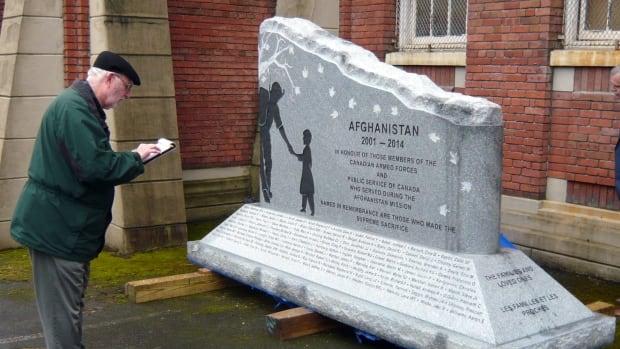 Afghanistan memorial has been a long time coming Inspecting-war-memorial