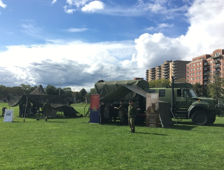 Open house showcases hundreds of army reserve jobs in Nova