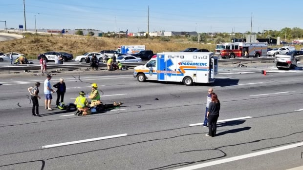 8 injured after QEW rollover in Burlington