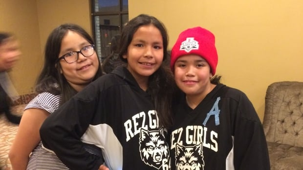 Khaila, Teyaundra and Madison hanging out at the hotel in Thunder Bay (Leslie Campbell)