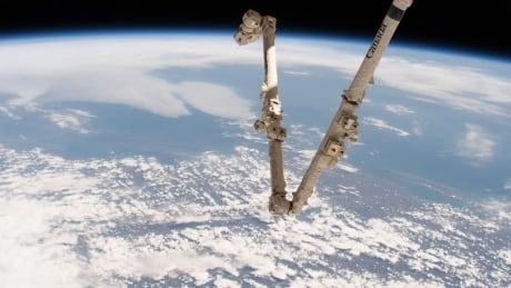 Canadarm2 Earth