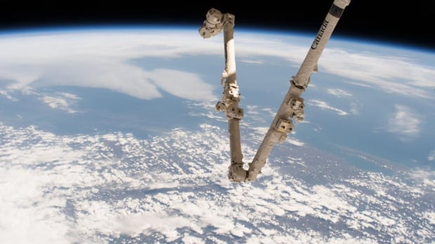Canadarm2 Earth