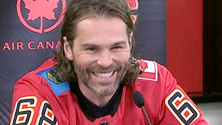 best sneakers 46e1c 0acdd Calgary Flames sign Jaromir Jagr to 1-year deal | CBC News