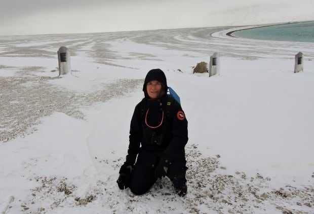 Marlis Butcher at graves on Beechey Island.JPG