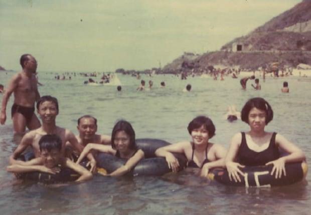 Nam Le family