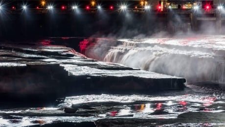 Miwate show at Chaudiere Falls