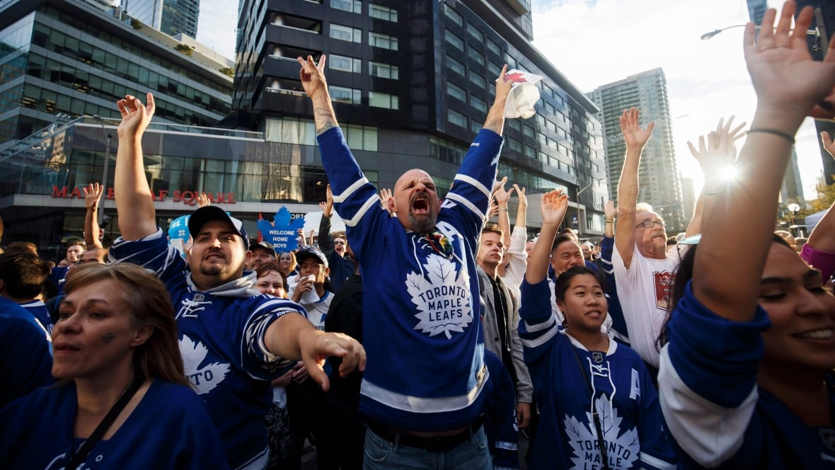 Toronto-maple-leafs-fans-excited