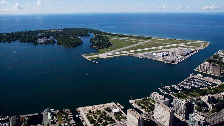 Toronto airline expands daily service to 3 Ontario cities by ...